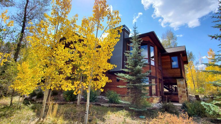 Fall photo of possible vacation home rentals in Summit County Colorado